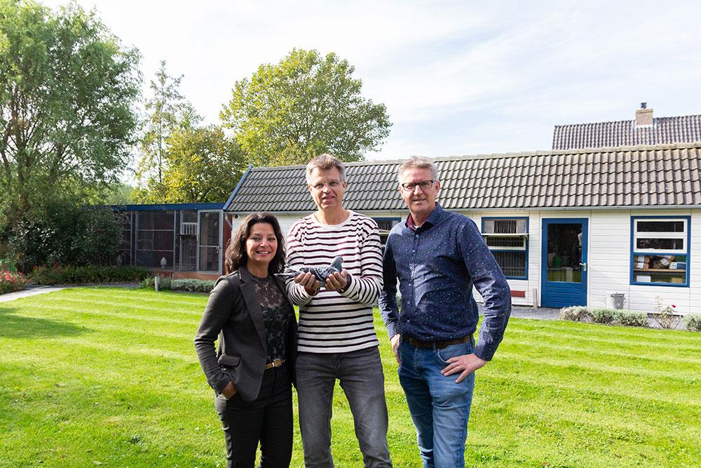 Katiuska & Gerard Schalkwijk met André van Boxtel (Top Pigeons)